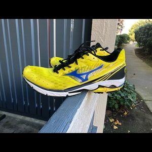 Mizuno Wave Rider 16 Yellow/Black Shoe Men's US 14